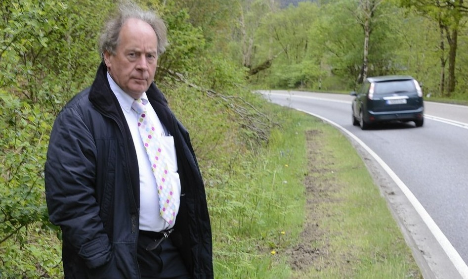 A82 Partnership spokesman Stewart MacLean by the road