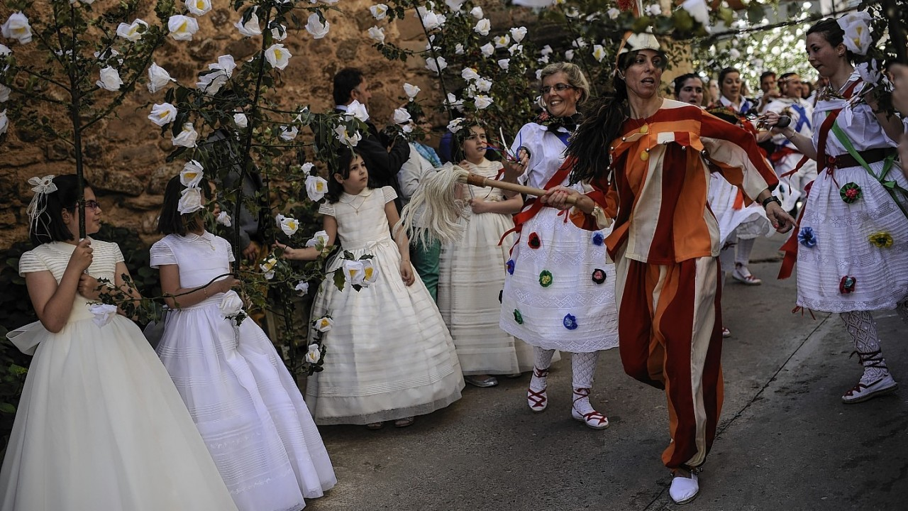 """Teenagers dressed in bridal white take part in the pilgrimage """"The Hundred Maidens"""" in Sorzano, northern Spain"""