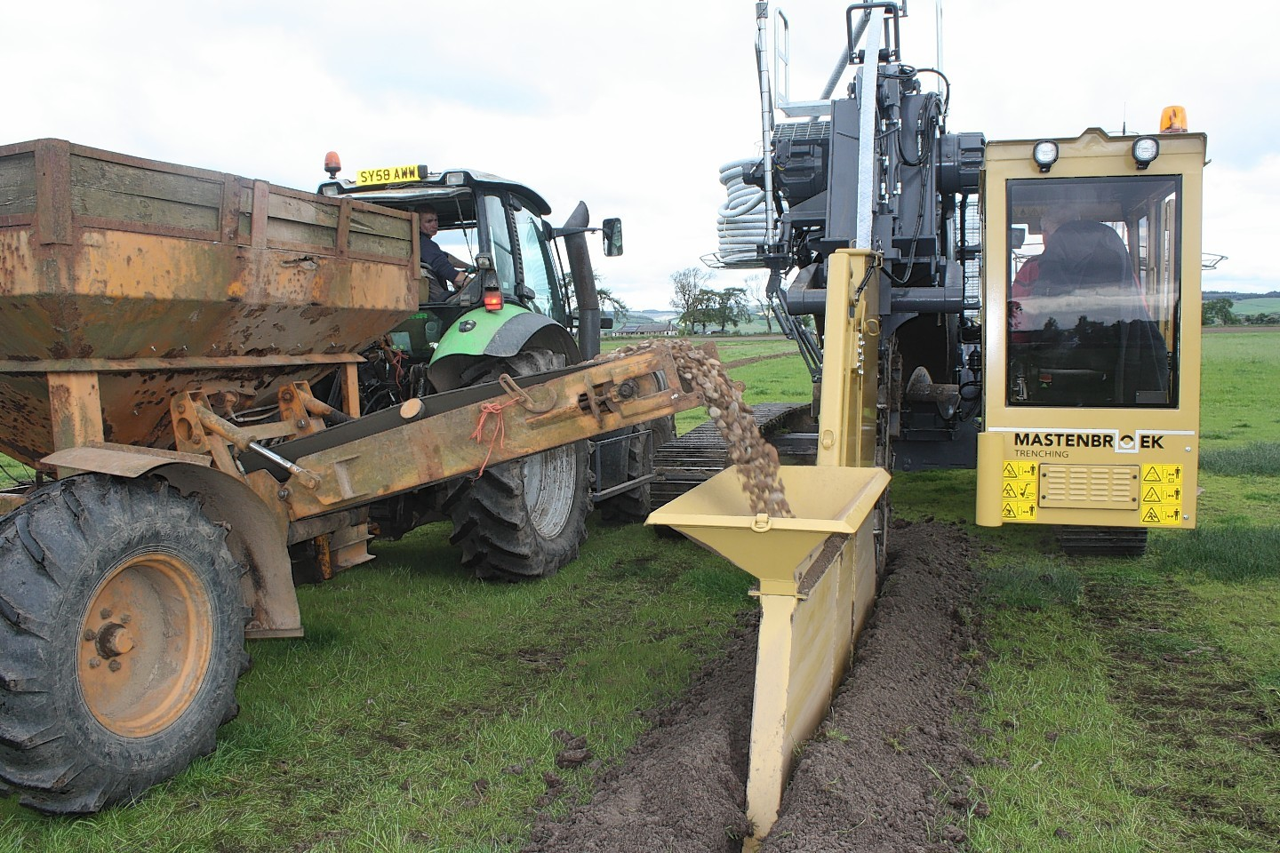 New trenching machine starts work on Scots farms | Press and