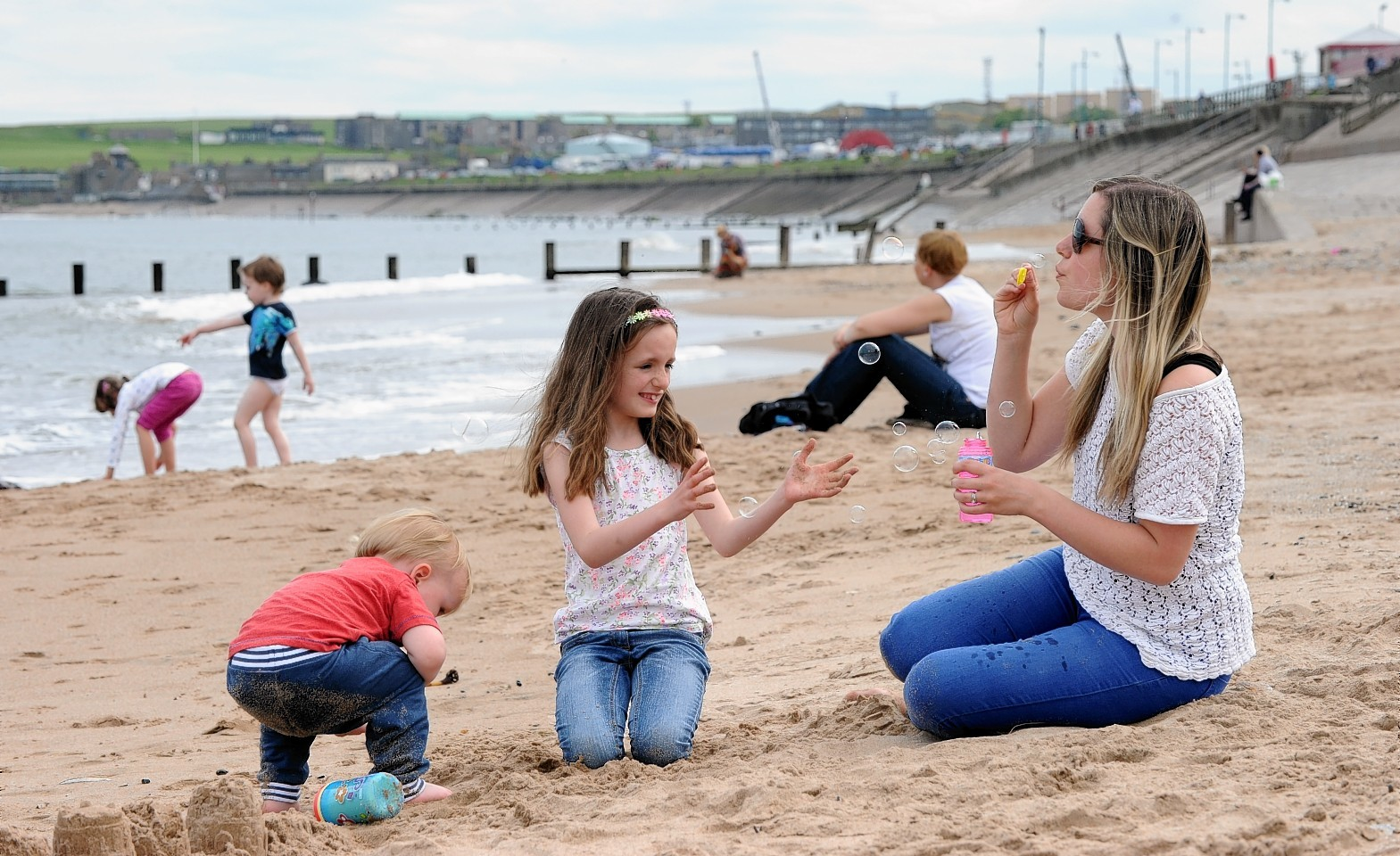 It is expected to be overcast in the north east for the next few days, although a warm summer has been predicted