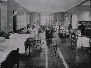Patients and nurses on a ward at Kingseat  - it was the mental health facility in Aberdeenshire. This dates from 1904/1905.