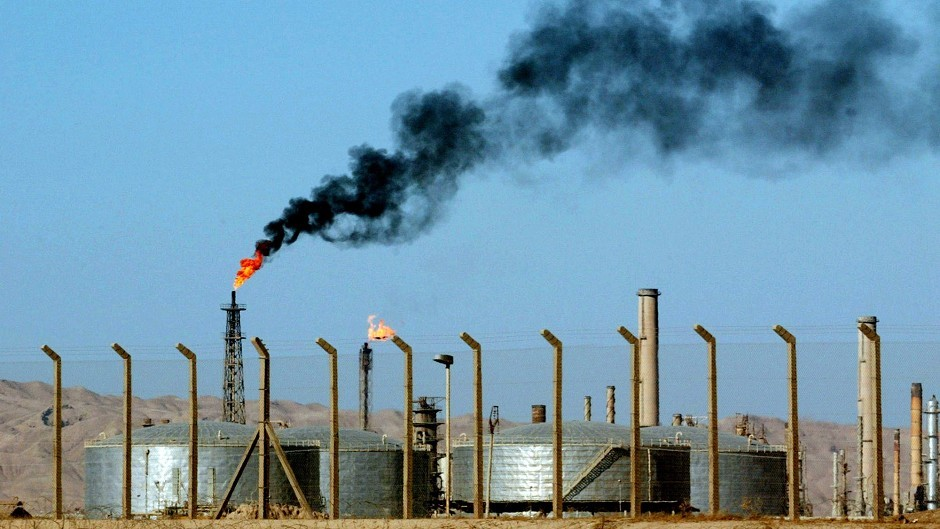 A top Iraqi security official said Islamic militants of the al Qaida-inspired Islamic State of Iraq and the Levant laid siege to Iraq's largest oil refinery (AP)