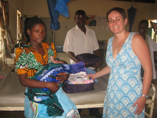 Dr Tracy Morse handing out a new mother kit at Gaga health centre