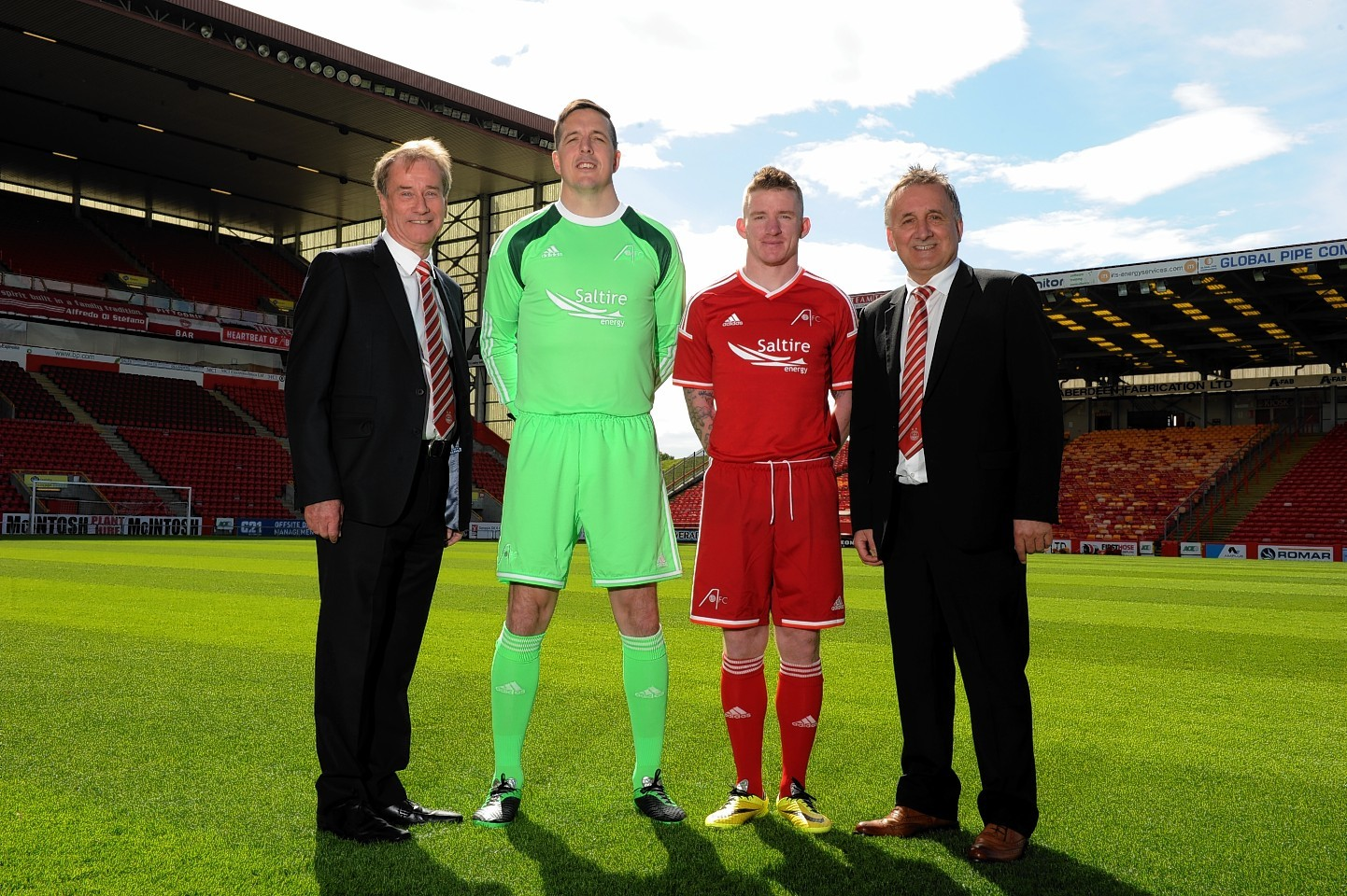 Saltire Energy chief executive Mike Loggie, left, joined Jamie Langfield, Jonny Hayes and George Yule after his company became Aberdeen's new sponsor