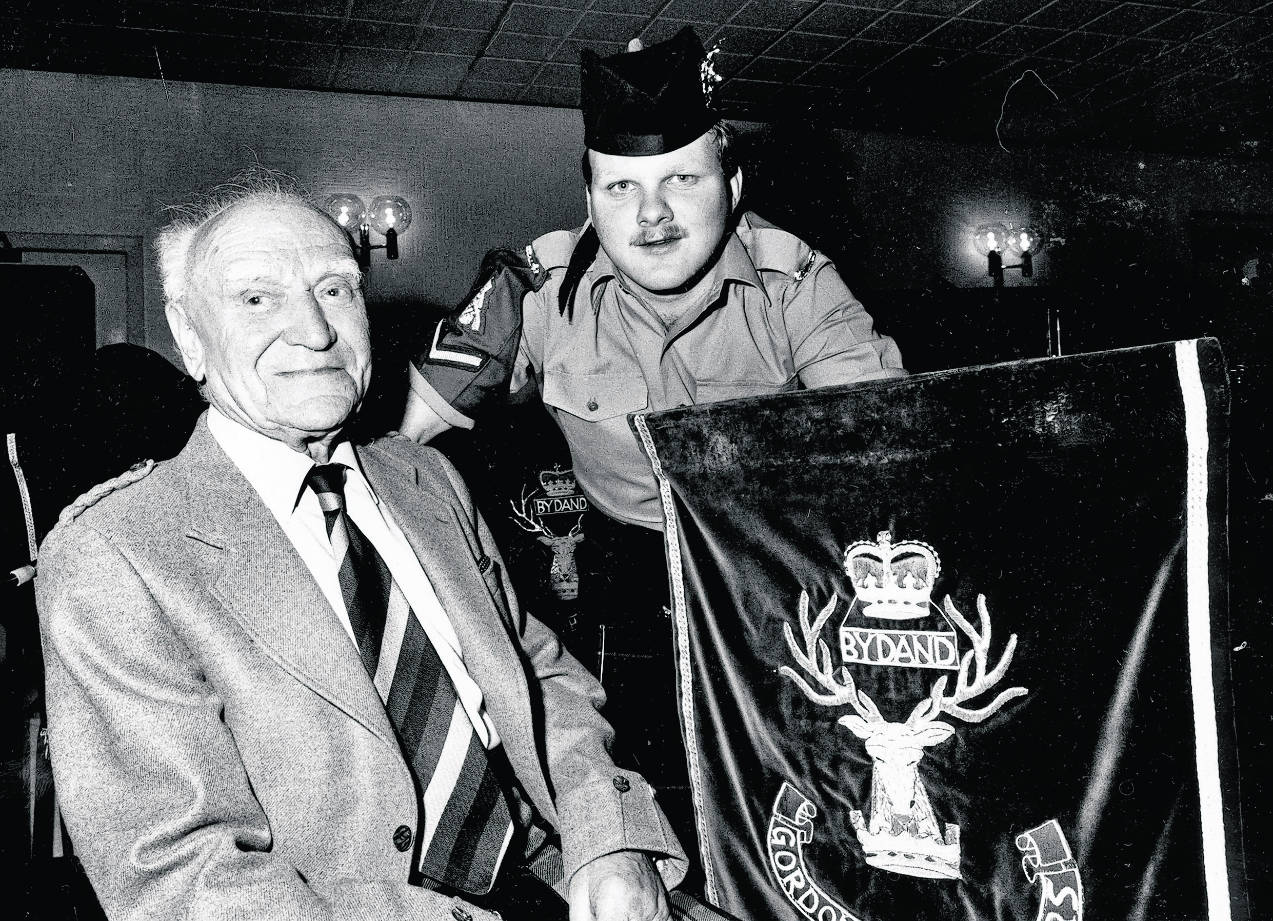 Tom Rearie at a Gordon Highlanders reunion in 1990, with Lance Corporal Kenny Moir