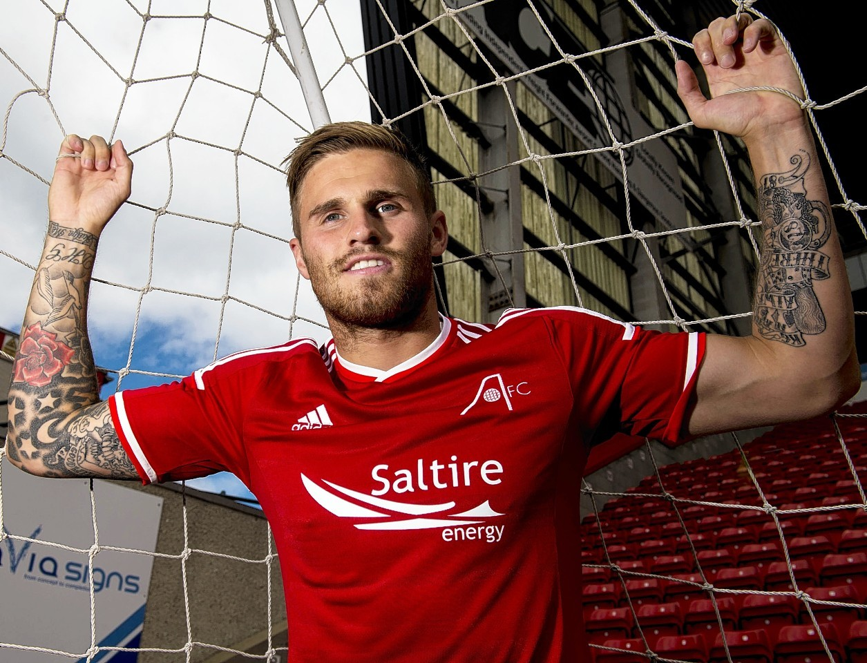 David Goodwillie has signed a new one year deal with Aberdeen