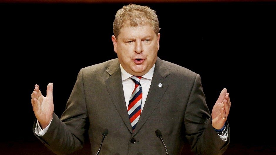 Angus Robertson branded defence ministers' failure to take questions in the Commons on the crash as disgraceful