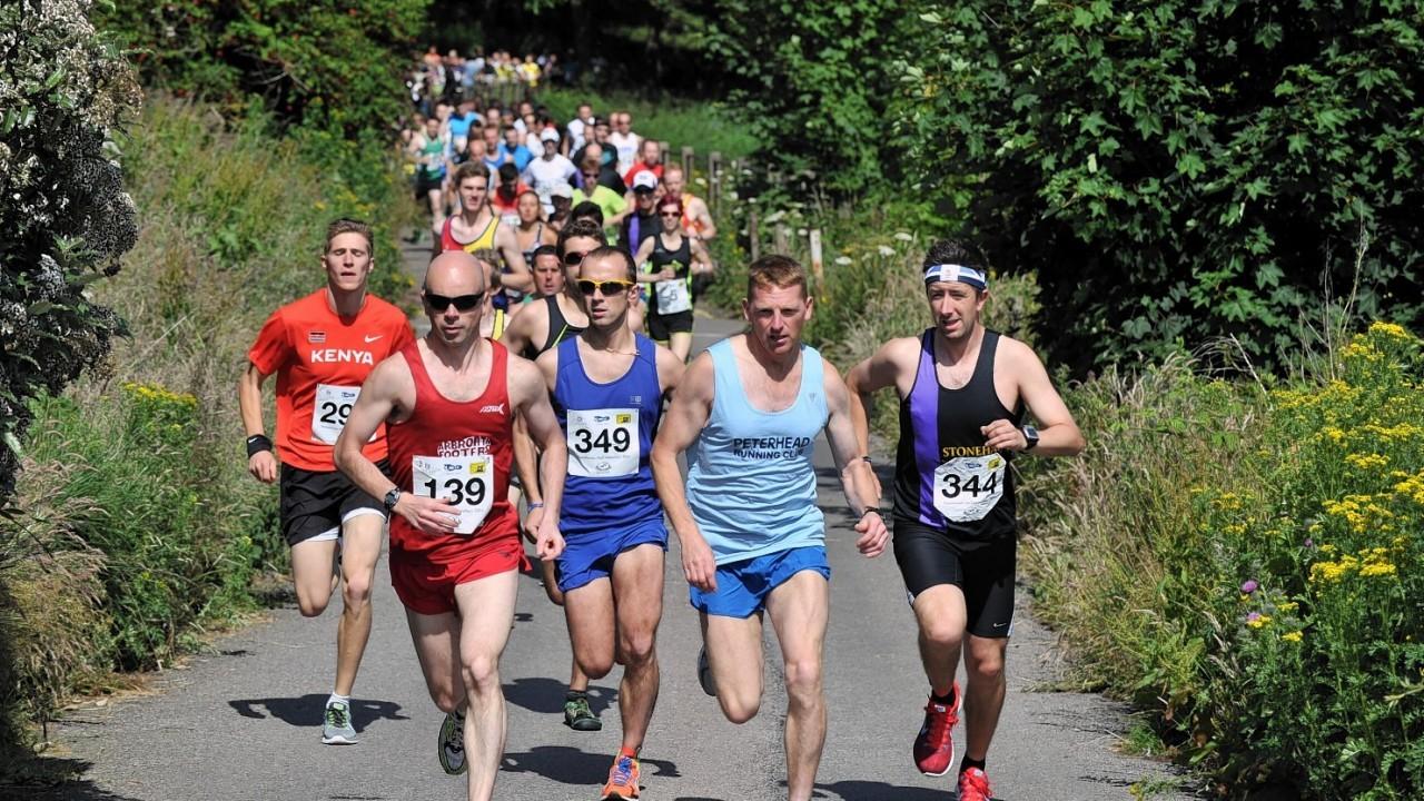 Stonehaven half marathon,  Mineralwell Park.