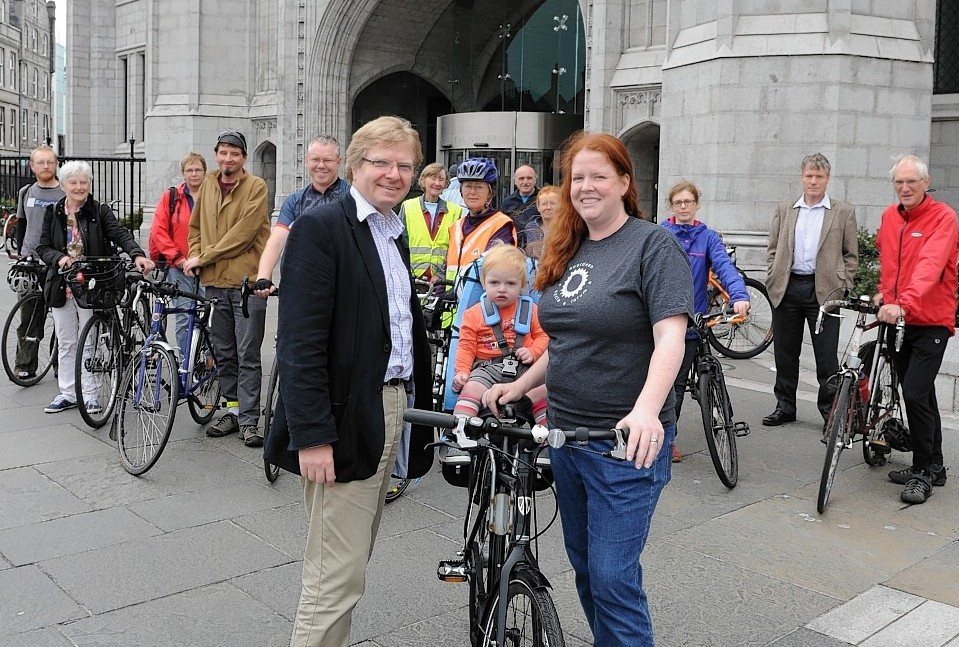 Aberdeen Cycle Forum's Jyll Skinner and daughter Jean, 13months with councillor Iain Yuill at Marischal College