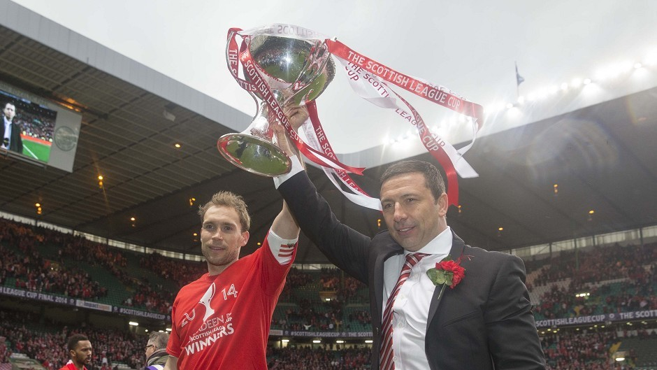 Russell Anderson and Derek McInnes celebrate Aberdeen's League Cup win in 2014