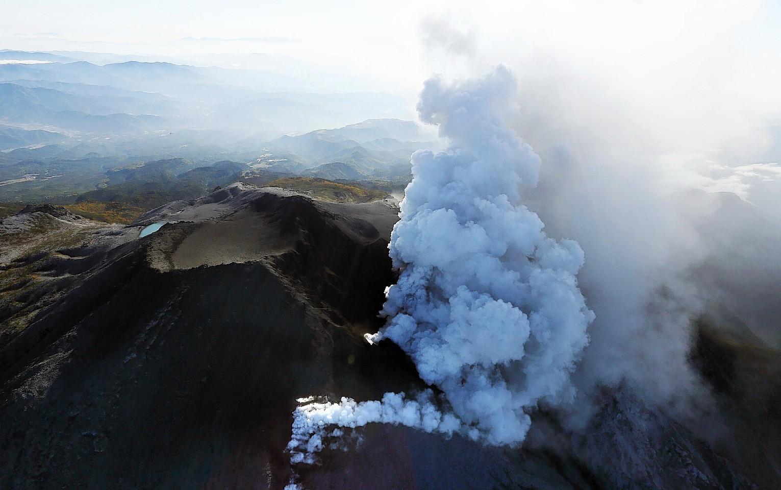 The Bardarbunga volcano sends lava shooting into the air. Credit: Stefano Di Nicolo.