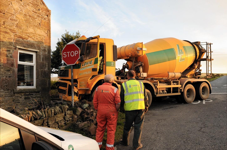 Lorry-house-crash-4.jpg