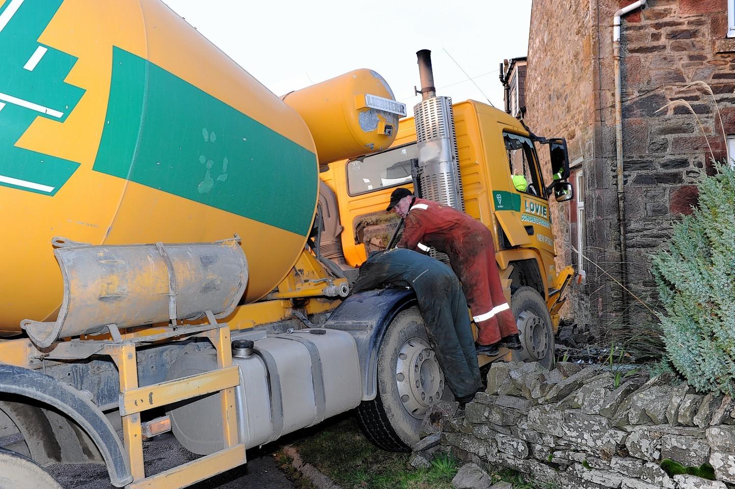 Lorry-house-crash.jpg