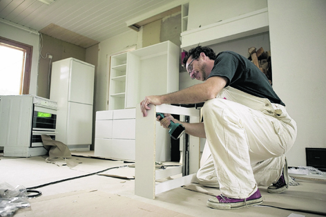 Money can be saved on a new kitchen if you shop around for inexpensive units