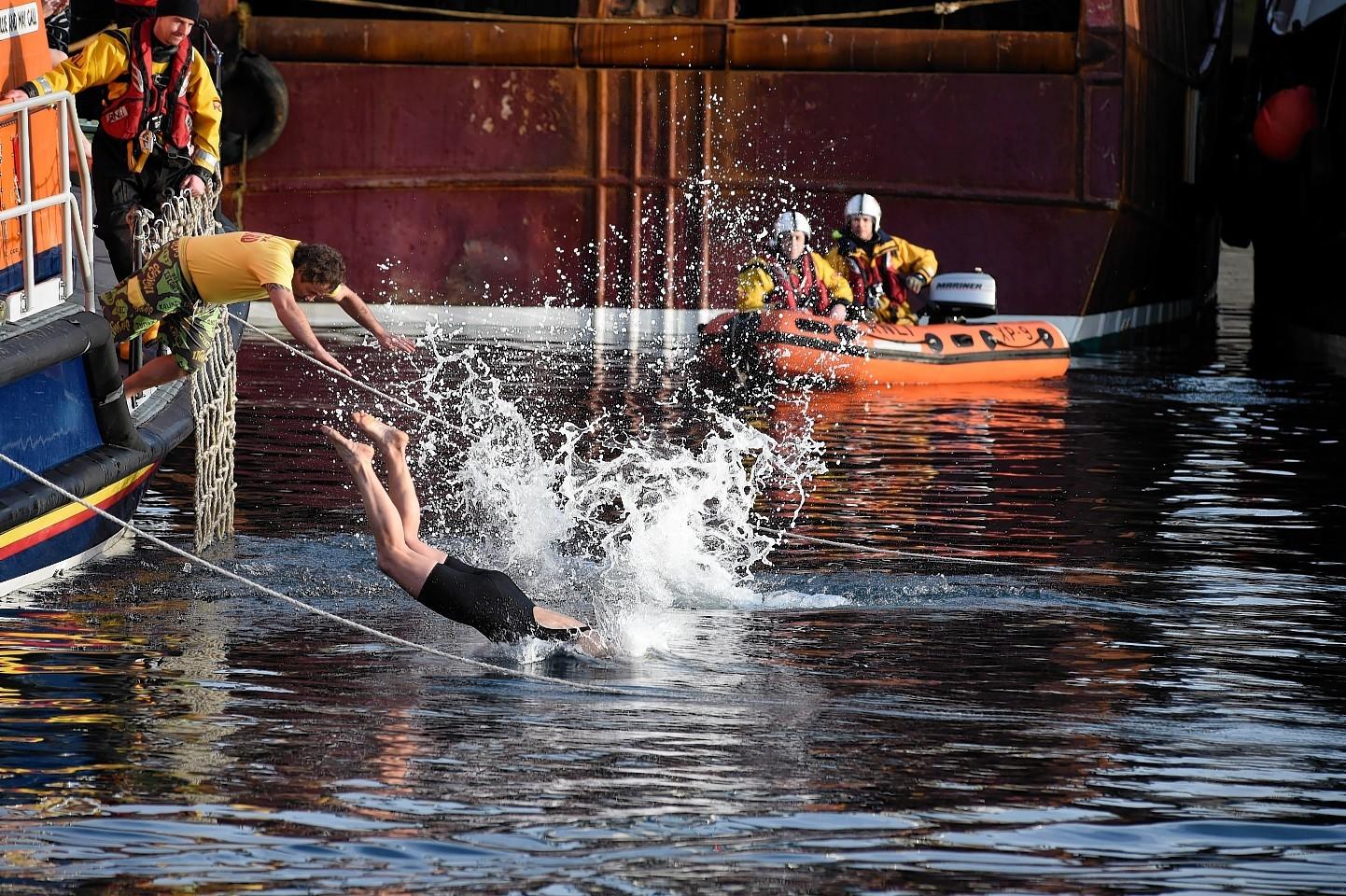 Fraserburgh-Boxing-day-swim-2.jpg