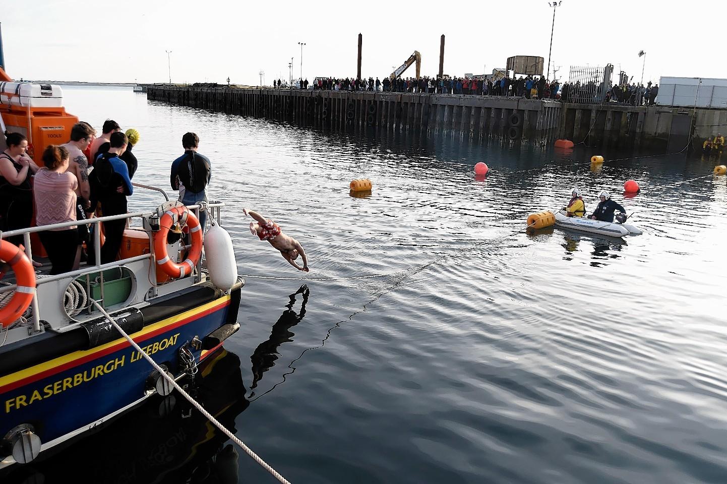 Fraserburgh-Boxing-day-swim-3.jpg