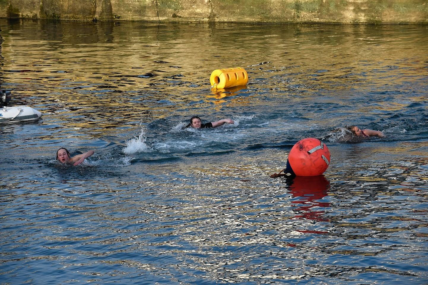 Fraserburgh-Boxing-day-swim-6.jpg