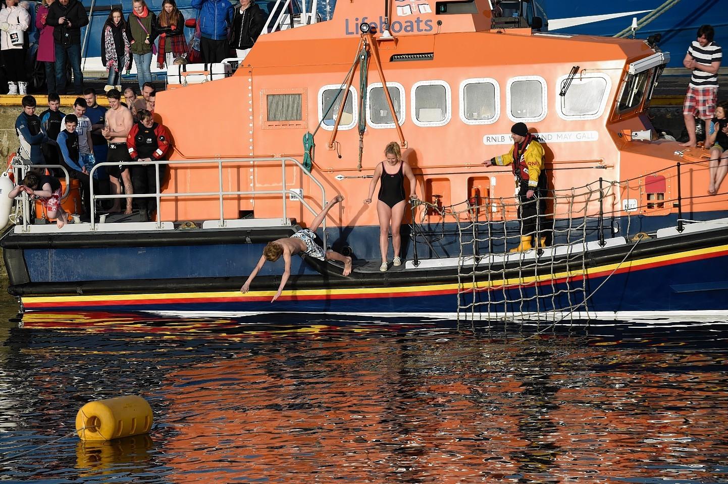 Fraserburgh-Boxing-day-swim-8.jpg