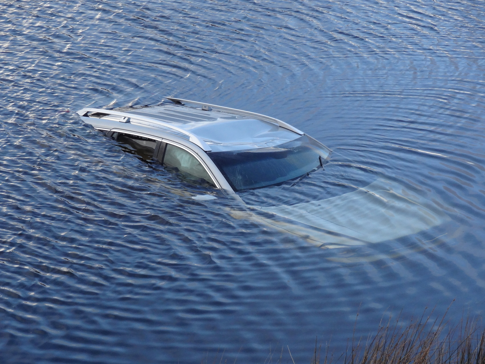How To Get Out Of A Drowning Car