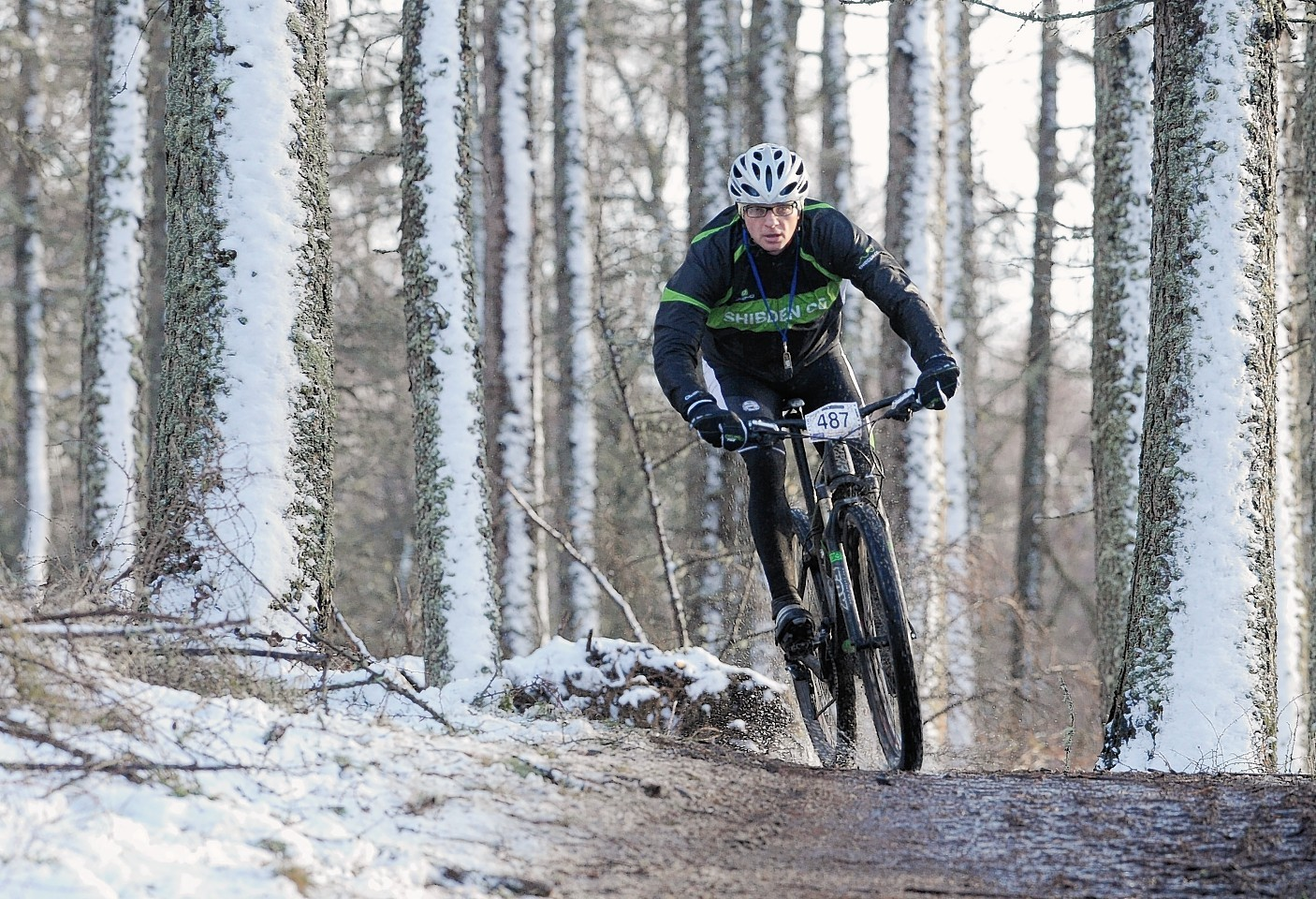 A competitor makes his way around the Strathpuffer course