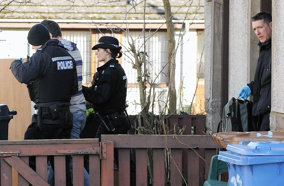 Pictures Police Launch Dramatic Drug Raids In Inverness