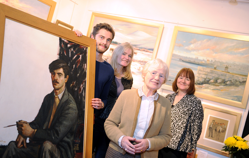 From left to right:Eric's grandson Glen Smith, daughter Deirdre Smith, his widow Pat Auld and daughter Catriona Tippin, with a self portrait from 1959.