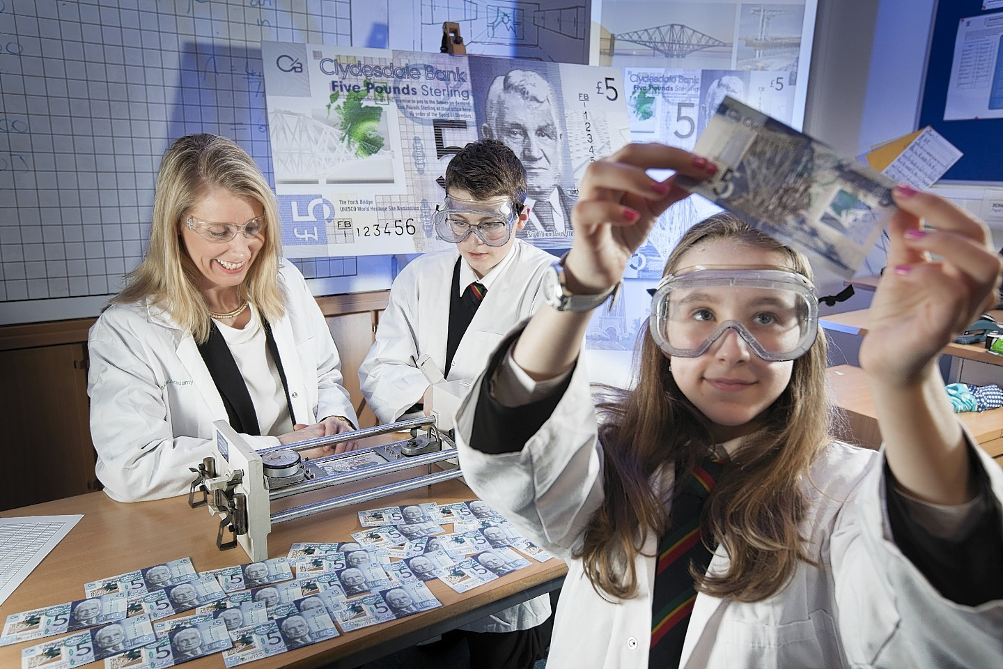 Students from Bearsden Academy's Young Engineers Club ran a series of tests on the new £5 note.