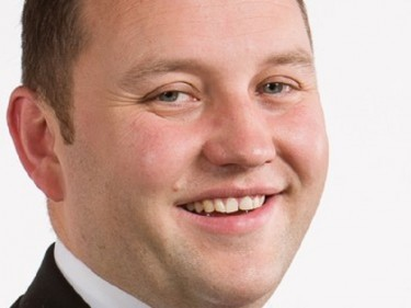 Ian Murray MP is to step down from his role on the Hearts board