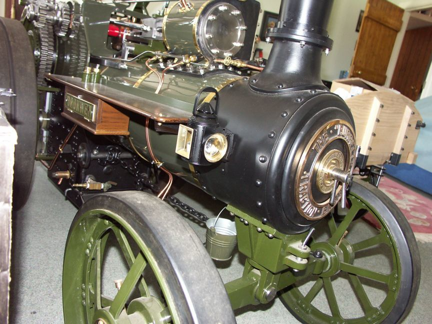Thieves have stolen the lamps from a model steam engine on show at a spring fair
