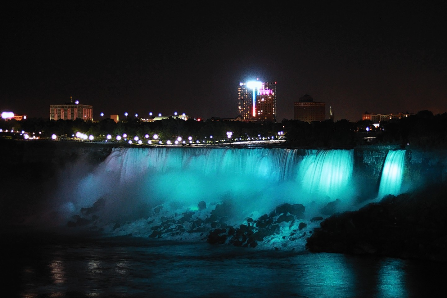 Niagara Falls goes blue in aid of Mary's Meals
