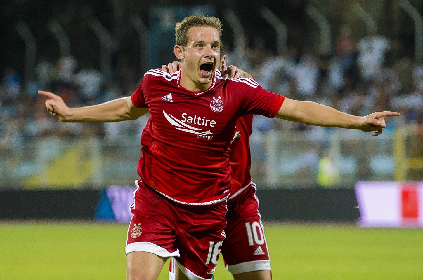 Peter Pawlett has signed a pre-contract agreement with MK Dons.