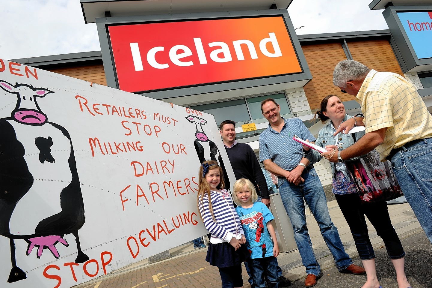 Dairy farmers protesting outside Iceland in Inverurie in 2012
