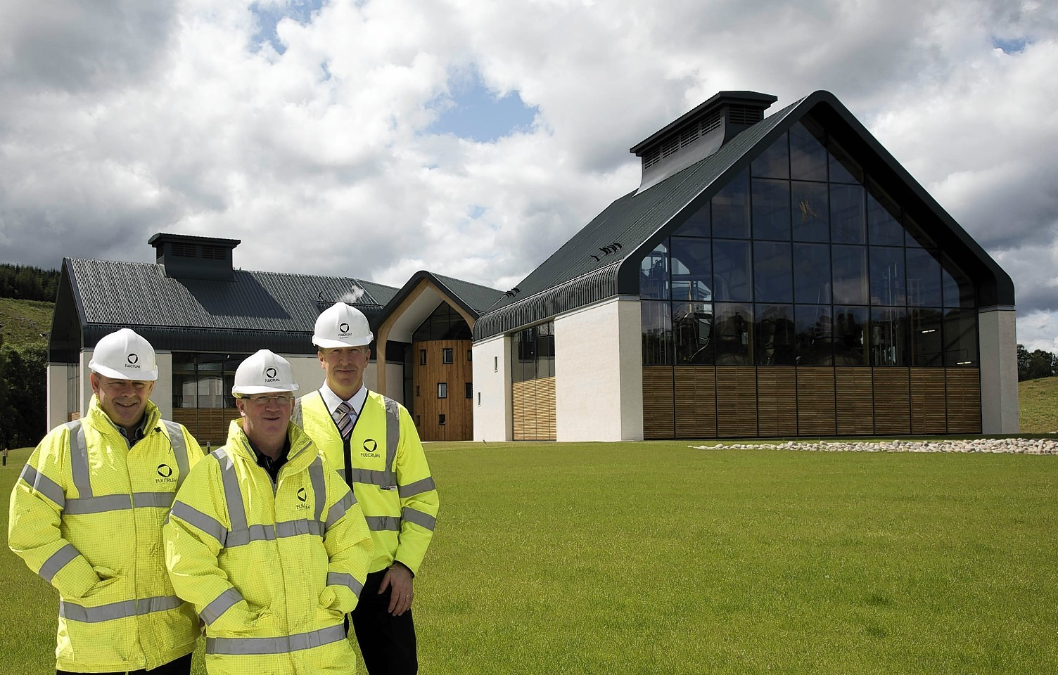 Four Speyside whisky distilleries are to be linked up to the gas network after the near-£4million contract was awarded to infrastructure company Fulcrum.