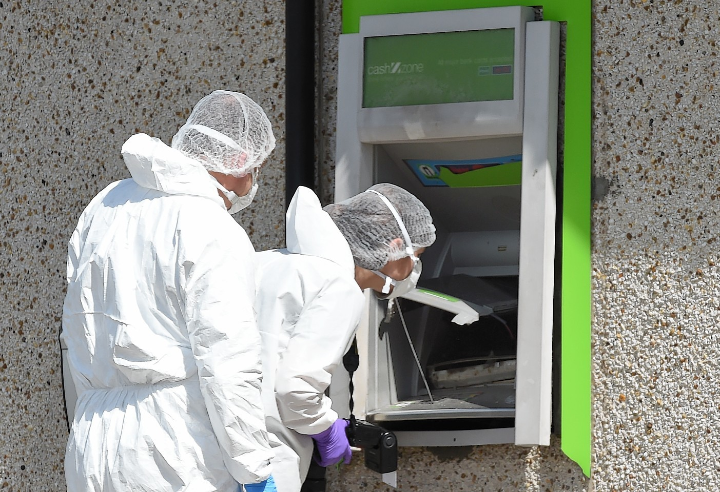 Thieves tried to break in to the Co-op and the cashline machine at Kingswells.