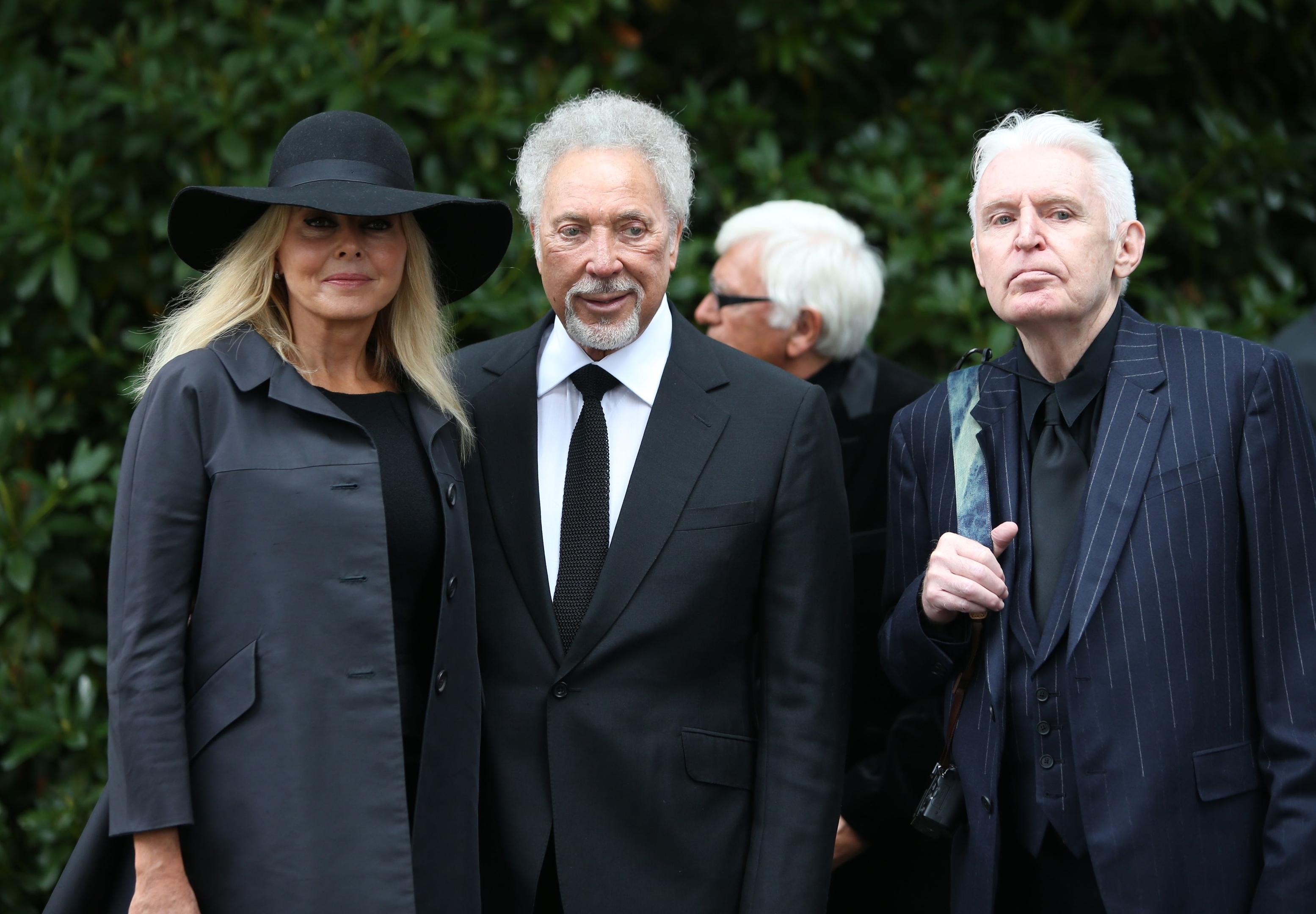 leaving cilla blacks funeral - HD3109×2160