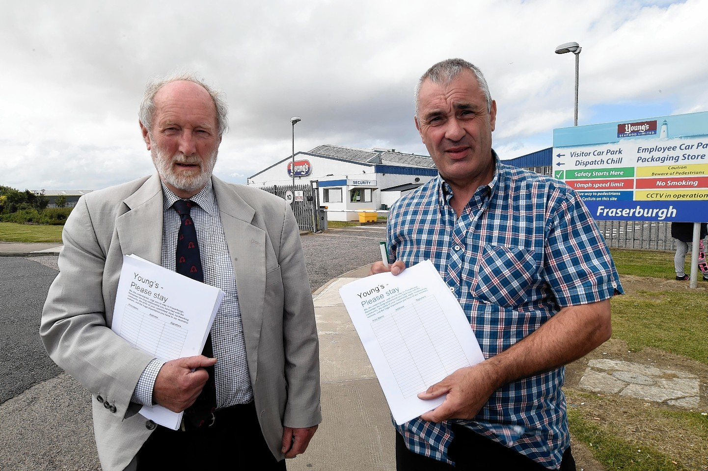 Councillors Charles Buchan and Brian Topping wih the open letter