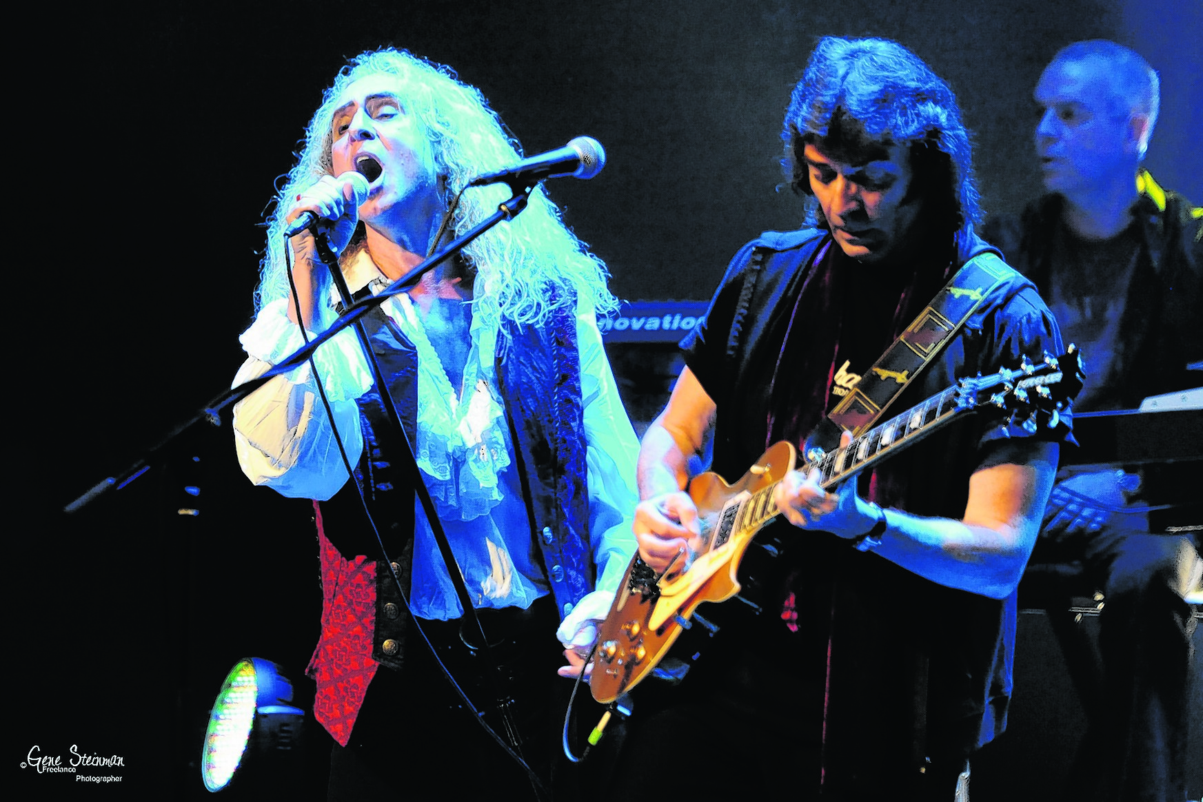 Steve Hackett, right, performing with Nad Sylvan. Photo: Gene Steinman
