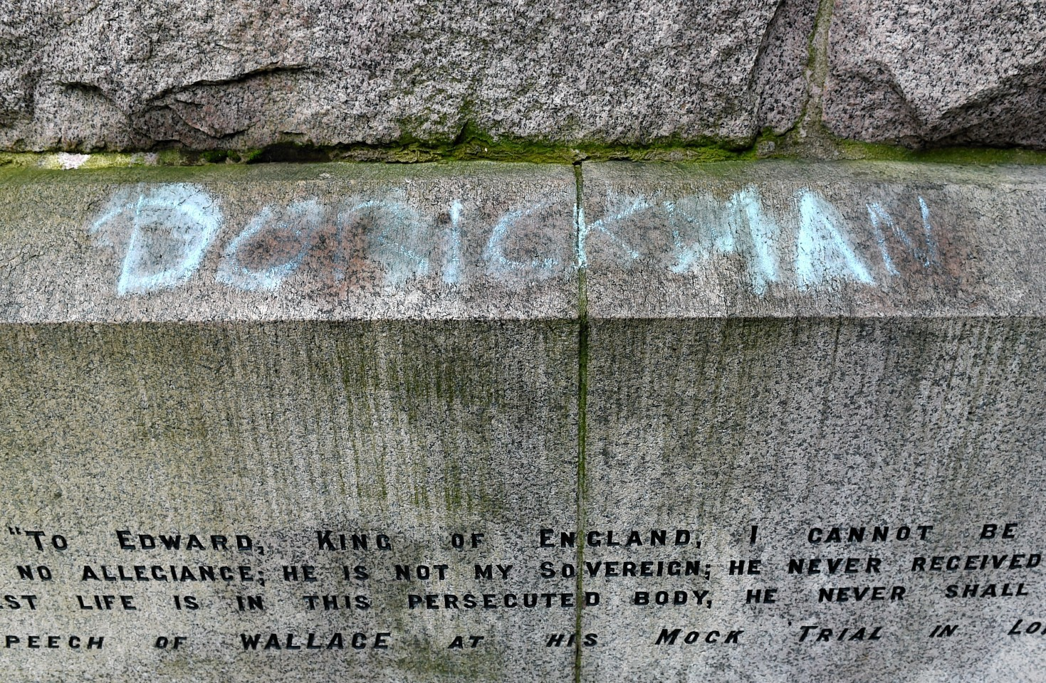 Graffitti on the plinth of the William Wallace statue