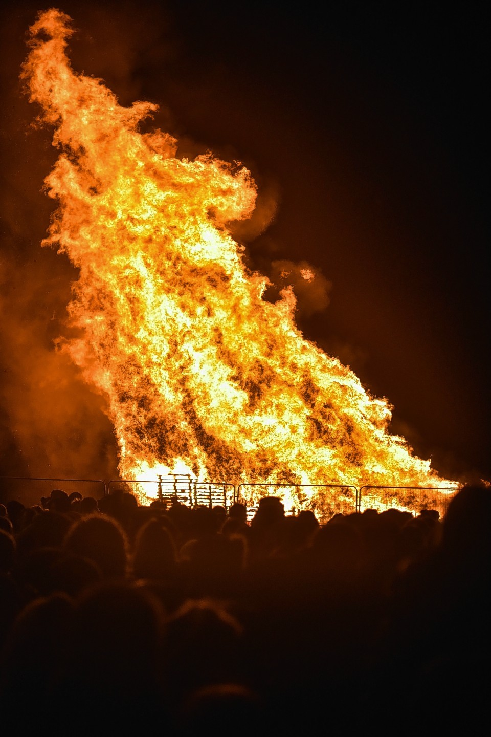 pictures  stunning images of enormous peterhead bonfire