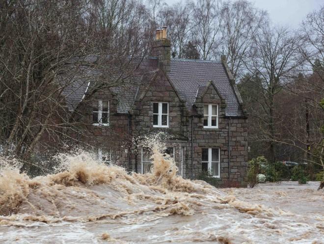Tidal wave on River Dee, Dinnet