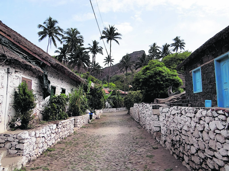 On Santiago, Rue de Banana (Banana Road) is a row of small cottages with thatched roofs made from banana leaves