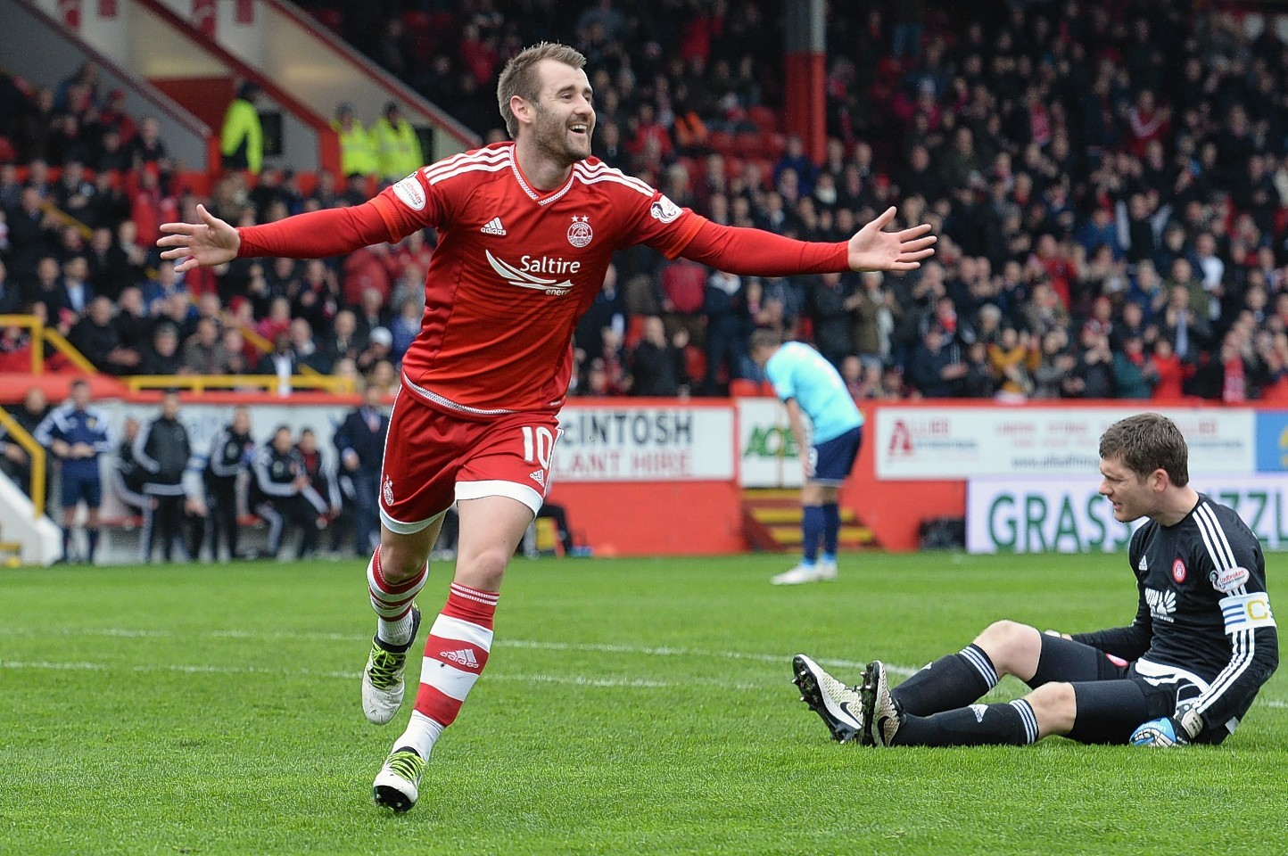 Niall Mcginn Hails Dons Perfect Performance Press And