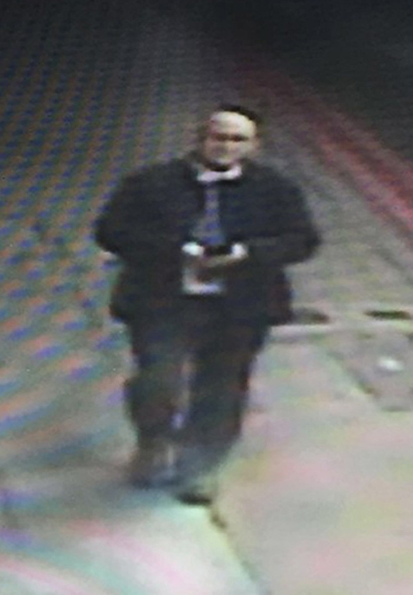 "The Met Police homicide unit is investigating the case of a serving police officer missing for five days. PC Gordon Semple, from Greenhithe, Kent, was last seen on 1 April in the London Bridge area of London. He had a work meeting at the Shard's Shangri-La hotel and left at about 12:30 BST. He was seen on CCTV in Great Guilford Street at 15:00 BST. His partner reported him missing later that night. His niece Kerry Nicholas said the family was ""very worried"".Picture: Universal News And Sport (Europe). 07/04/2016"