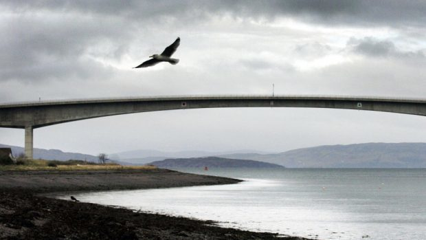 Restrictions have been put in place on the Skye road bridge.