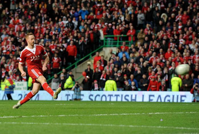 Adam Rooney scores the winning penalty