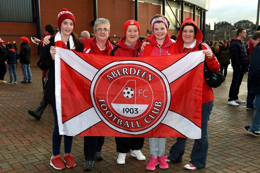 Betfred Cup final 2016 at Hampden Park. Aberdeen v Celtic.  Picture of the McIntosh family.  Picture by KENNY ELRICK     27/011/2016