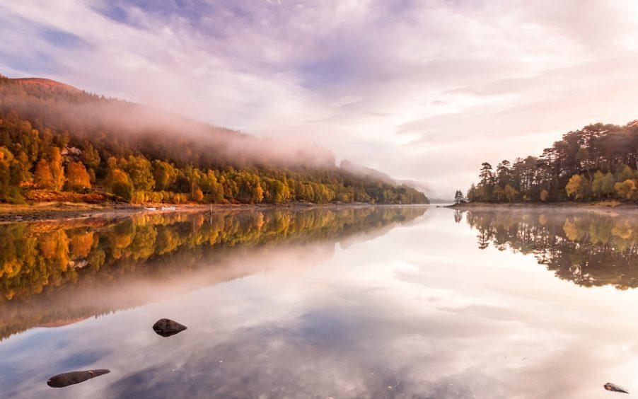 Stunning Autumn colours at Loch Beinn a' Mheadhoin, Glen Affric. Photograph: Steve Oates, Findhorn