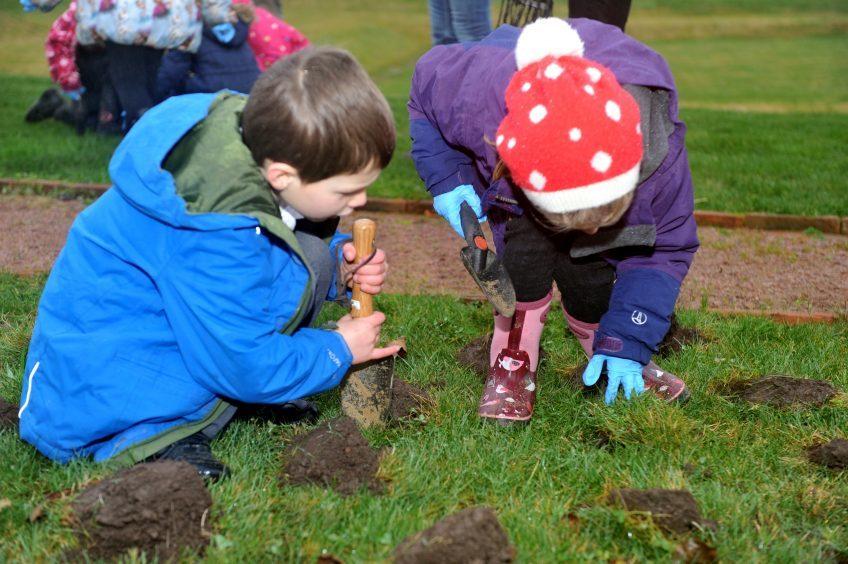 Fraser Fettes and Laurie Mackenzie carefully plant their bulbs.