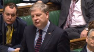 Angus Robertson accused the Prime Minister of gambling with the economy