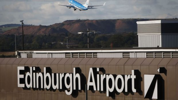 Power failure hits flights at Edinburgh